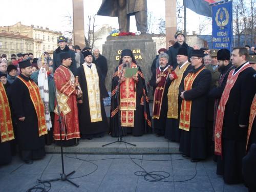 DSC06298 e1325446402181 У Львові відзначили 103 тю річницю від дня народження Степана Бандери