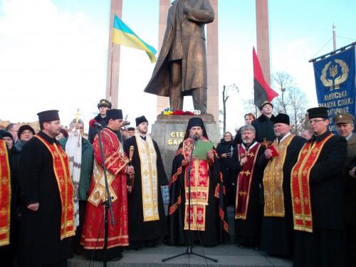 SAM 0629 e1325449293269 У Львові відзначили 103 тю річницю від дня народження Степана Бандери