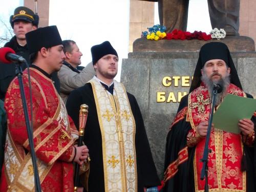 SAM 0630 e1325448934893 У Львові відзначили 103 тю річницю від дня народження Степана Бандери